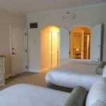 Portofino Bay Resort Villa 2 Queens Room
